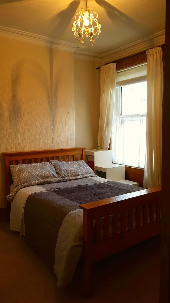 Rooms in beautiful Victorian house in leafy area