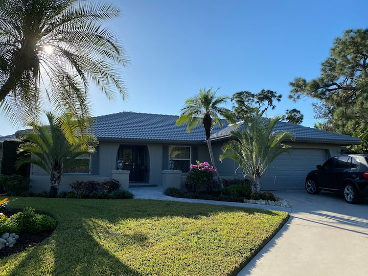 Private house with pool-mins from beach & Naples!