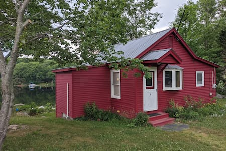 Cozy cottage on Sebec Lake in the middle of Maine