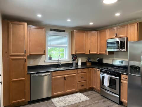 Clean, quiet, & private house minutes from Acadia
