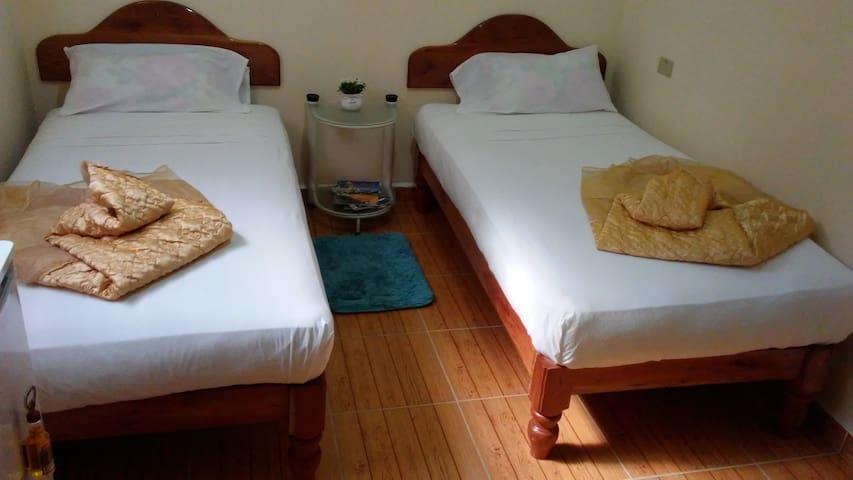 Hostal Familia Obregon - Twin Room