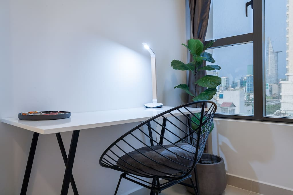 Working desk with Philips light.