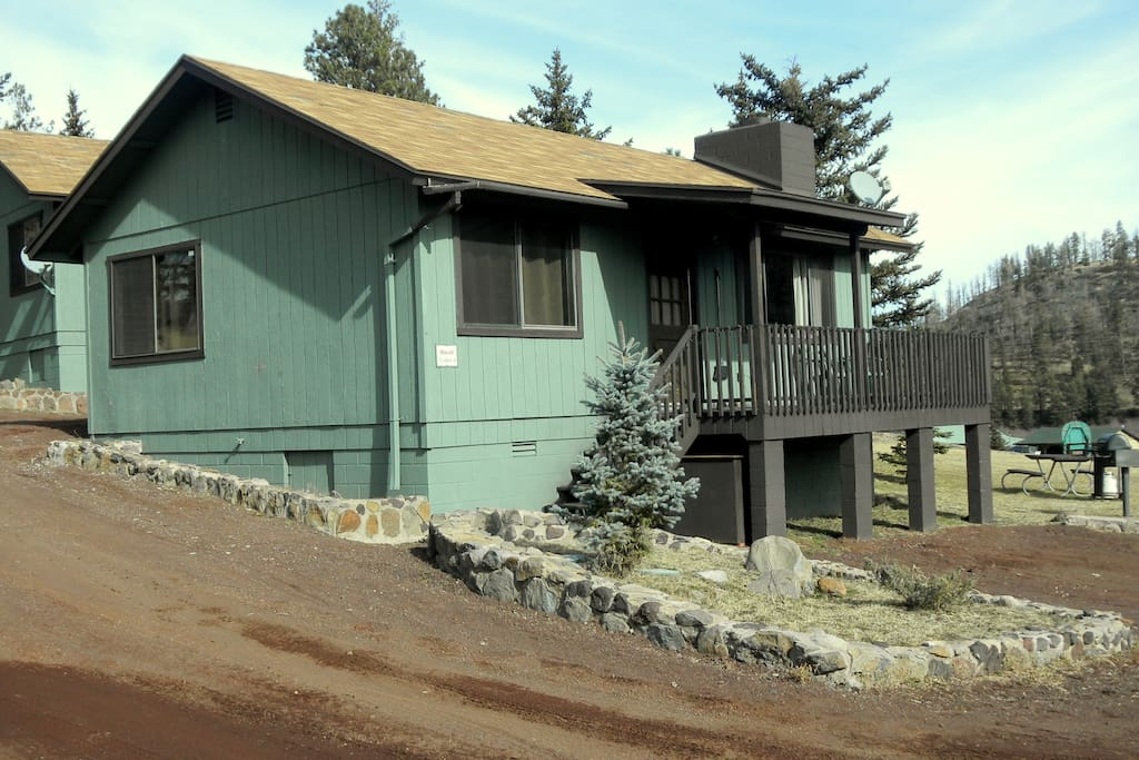 Cozy 2 br cabin with pond in the heart of greer cabins for Cabins to rent in greer az