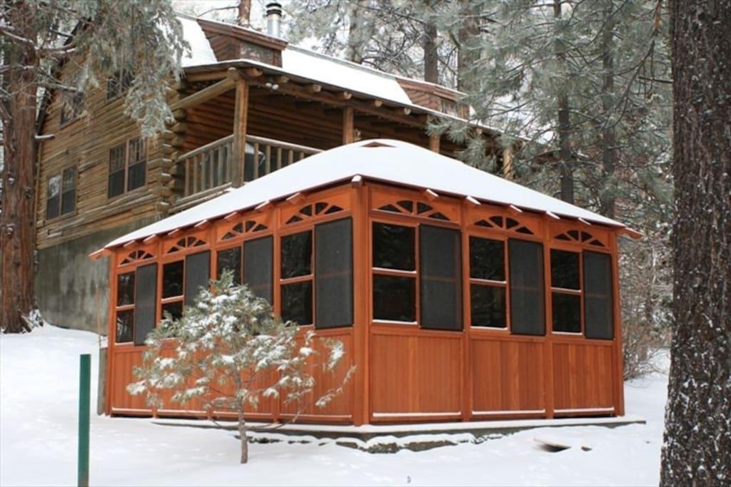 Log cabin near ski resorts big bear snow valley cabins for Log cabins in big bear