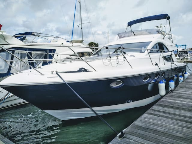 48ft Fairline Flybridge Luxury Motor Boat.
