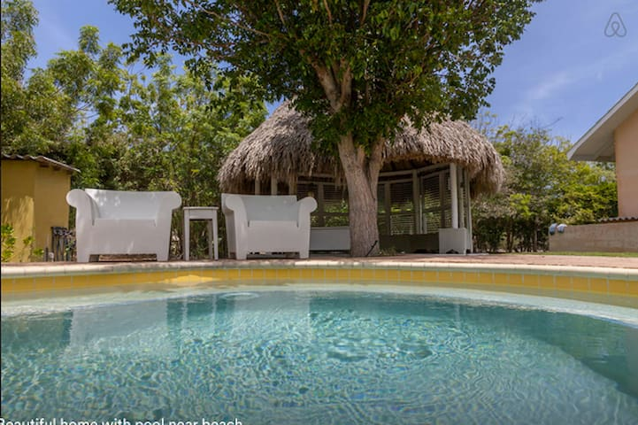Paradise Villa with Pool & Gardens - Willemstad - House