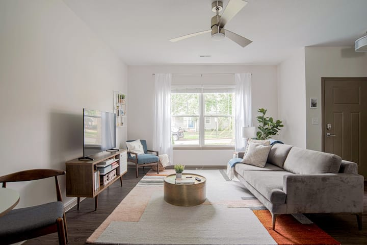 Stylish Townhouse Steps away from Broad Ripple Ave
