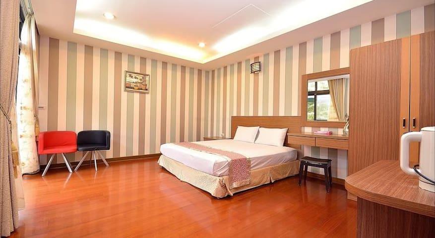 Peach Villa B&B ~ Deluxe Double Bed - Lugu Township - Minsu (Taiwan)