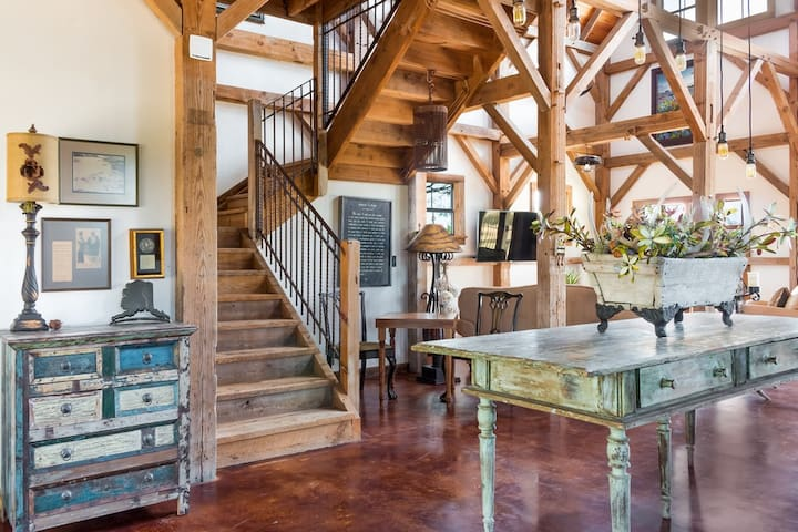 This 1890's barn from Missouri is an awe-inspiring & remarkable stay for your visit to Fredericksburg!