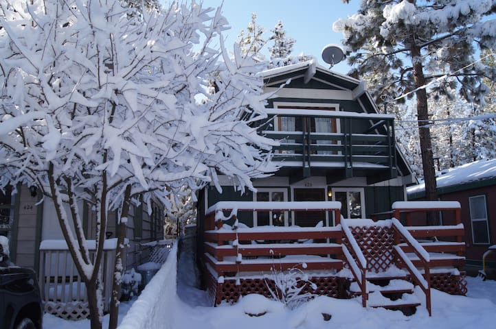 Enjoy Family Time in Cozy Big Bear Cabin