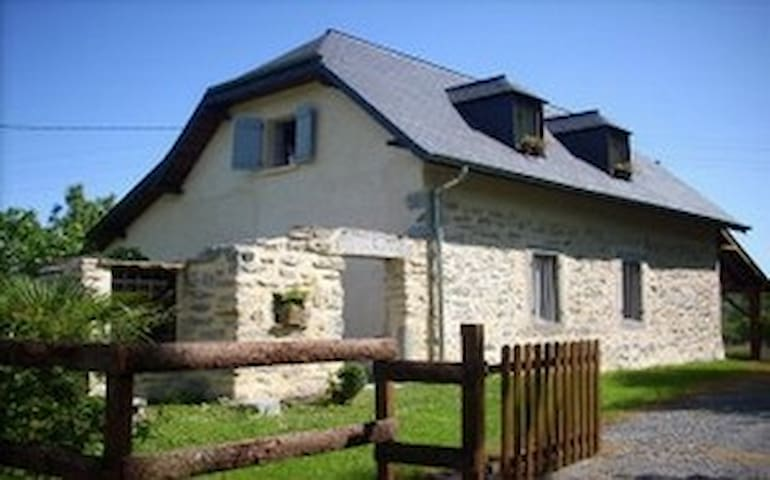 On the foot of the Pyrénées, holiday house ***5 p