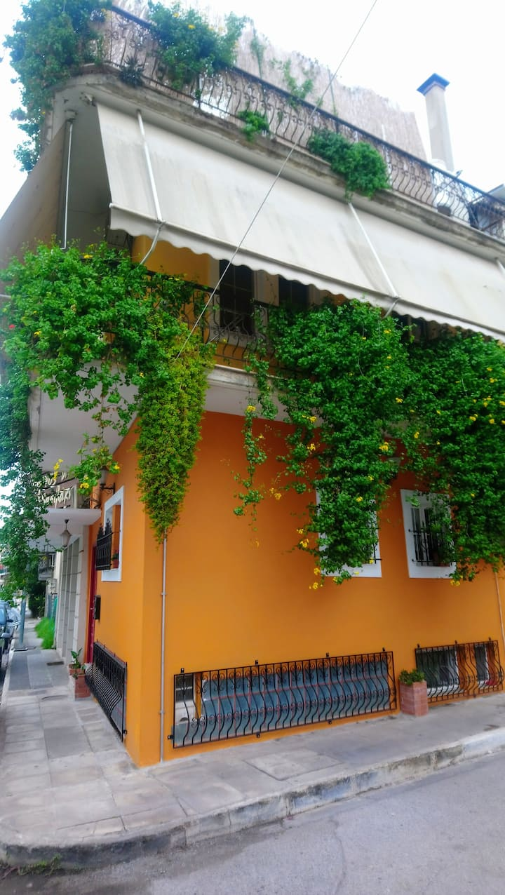 Matina's Orangehouse,by the historical center! No2