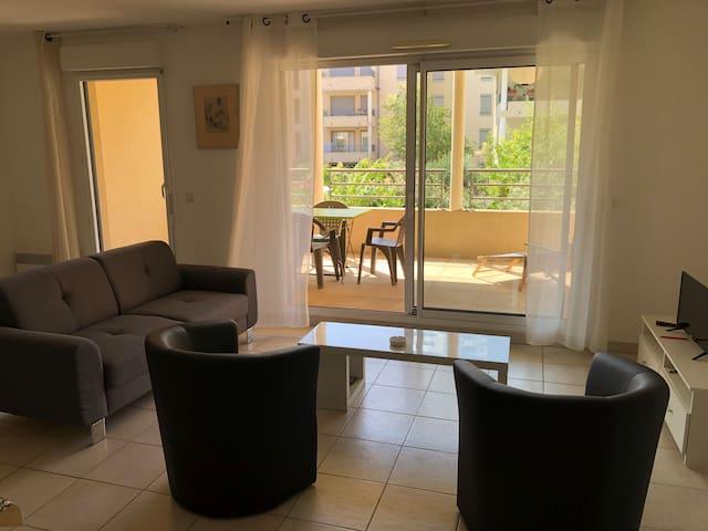 Appartement centre-ville 2 chambres terrasse 75m