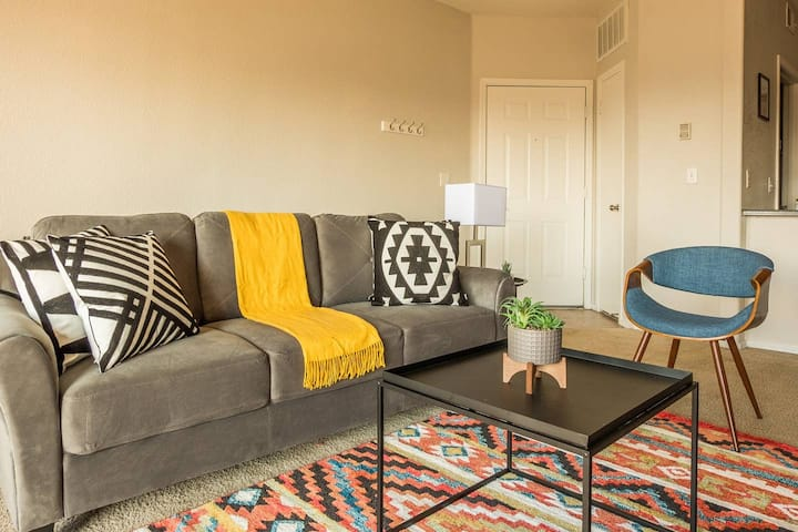 Bright + Comfortable 1BR Apt near Salt River