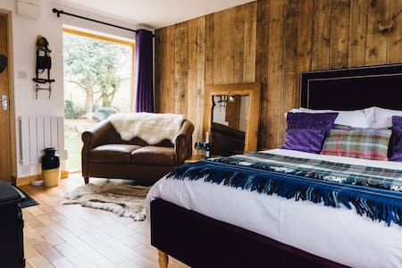 Private, cosy lodge set in rural Worcestershire