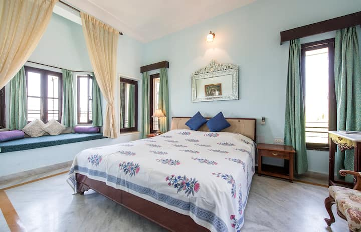 Deluxe Room with Large Balcony & Lake view