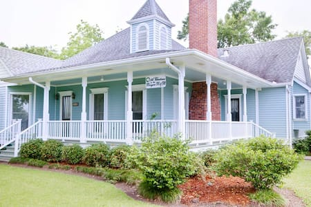 A Chateau on the Bayou B & B - BR 5 - Bed & Breakfast