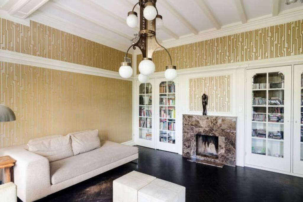 Separate livingroom at ground floor
