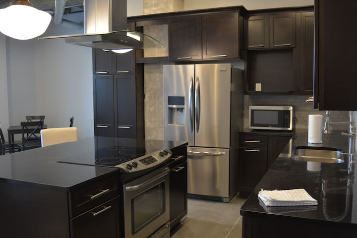 Downtown, Tower 217, Apt 3N - Grand Island - Leilighet