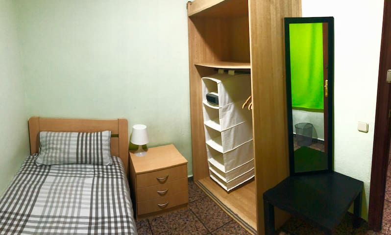 SINGLE ROOM IN BARCELONA CENTER in RAMBLAS