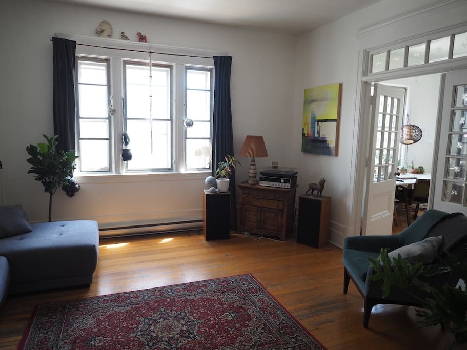 Salon / Living room.