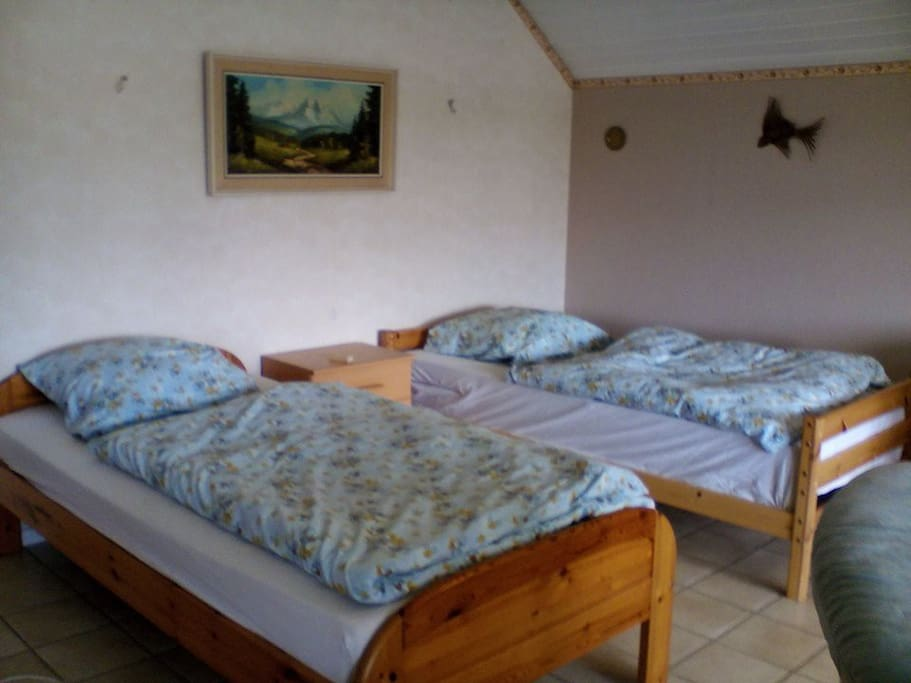 Wohn-/Schlafraum als getrennte Betten