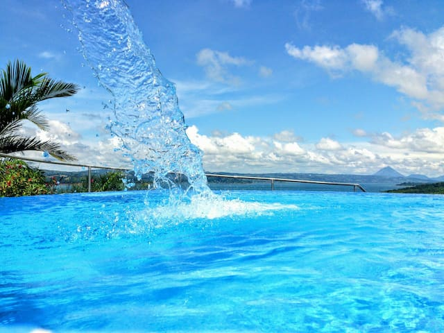 2B/1B  POOL /SPECTACULAR LAKE ARENAL VIEWS!! - Lake Arenal Nuevo Arenal - Apartamento