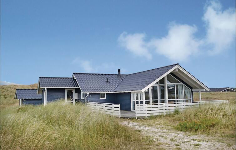 Holiday cottage with 3 bedrooms on 100m² in Hvide Sande