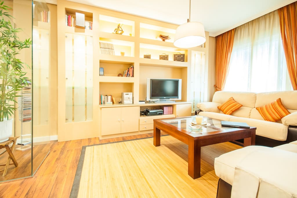 Espacious living and dining room