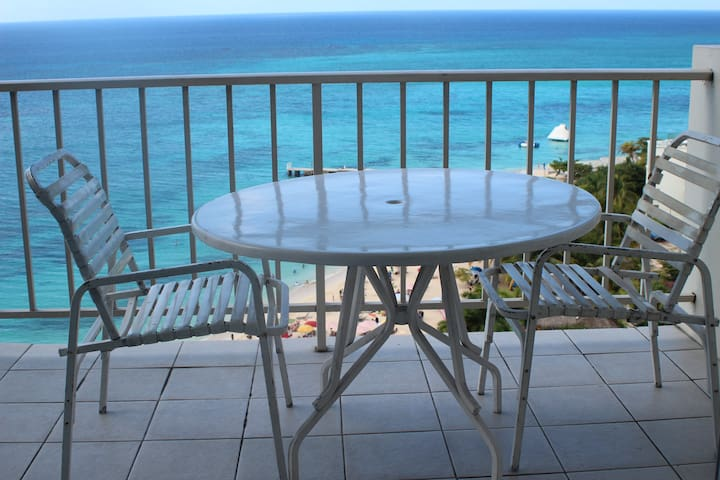 Ocean front 14th floor Mobay Club - Montego Bay - Apartment