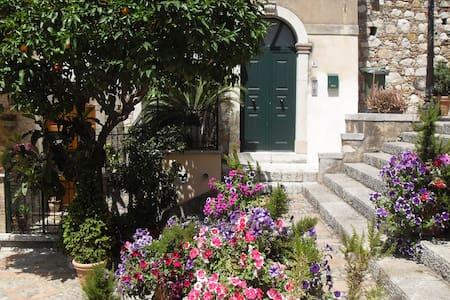 Salita Ciampoli - Centro storico - Taormina