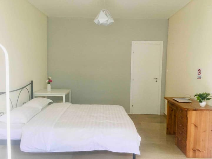 comfortable room near central Athens