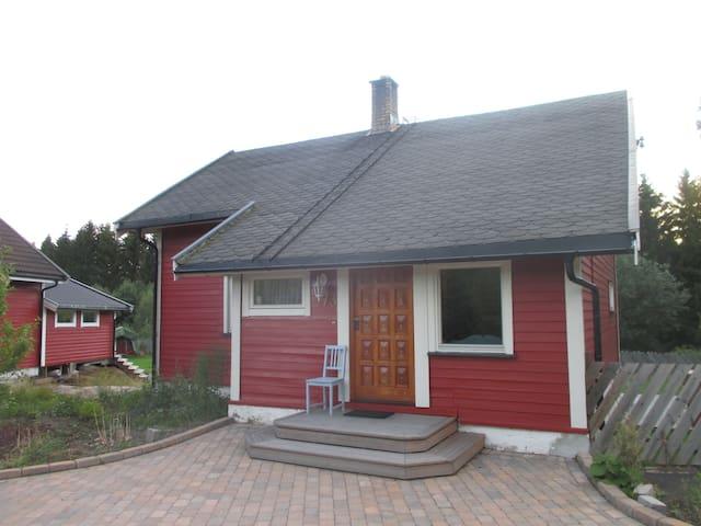 Ruhige Unterkunft - Skedsmokorset - Hus
