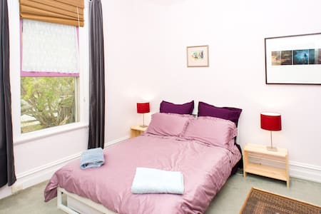Large sunny room just off Lygon St - Brunswick