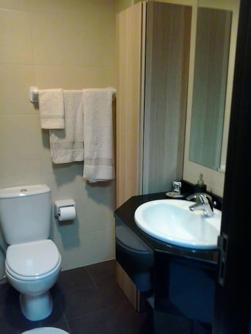 bathroom wit bathtube and shower