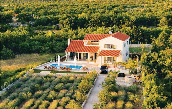 Awesome home in Sibenik with Outdoor swimming pool, WiFi and 4 Bedrooms