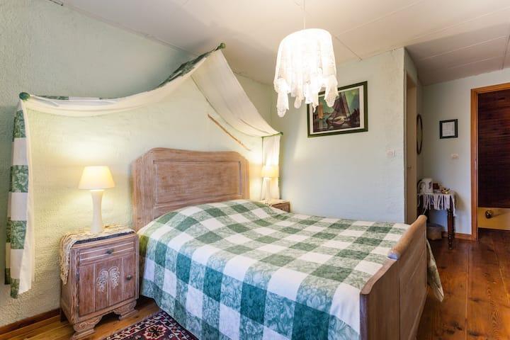 petite chambre entre Metz et Nancy Sdb et wc