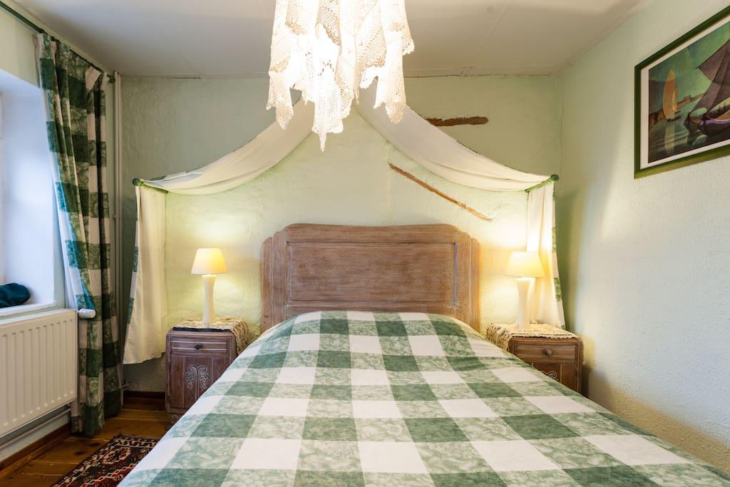 jolie chambre entre metz et nancy avec sdb maisons louer arry lorraine france. Black Bedroom Furniture Sets. Home Design Ideas