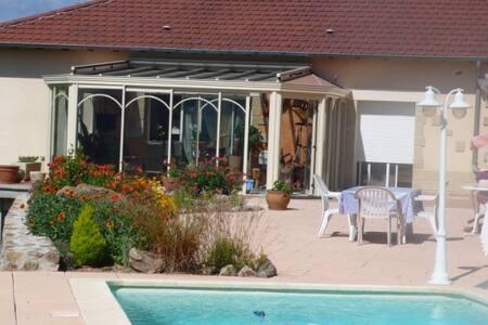 villa avec piscine privée belle vue - Genestelle