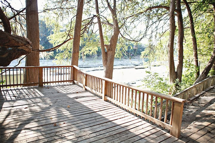 Cabin on the Chute- Great River Road Location!