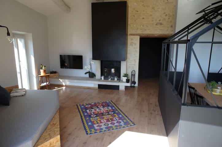 Appartement atypique avec vue. - Châteauneuf-de-Gadagne