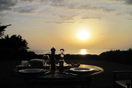 DIRECT OCEANFRONT, SETTING SUN