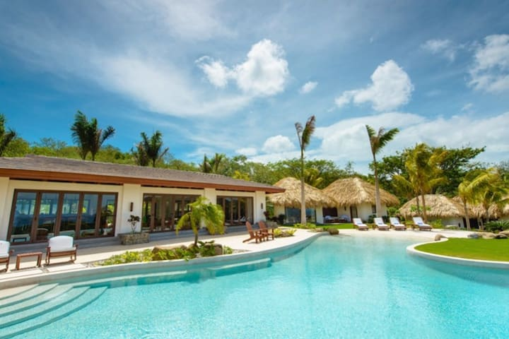Casa Del Golf Luxury Villa Overlooking Ocean