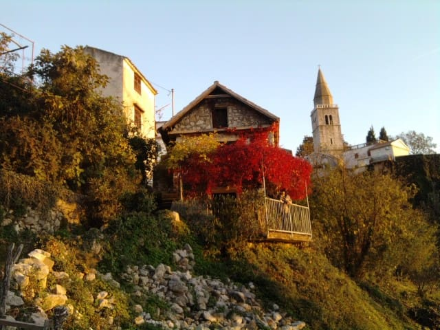 Charmante petite maison de pierres - Dobrinj - House
