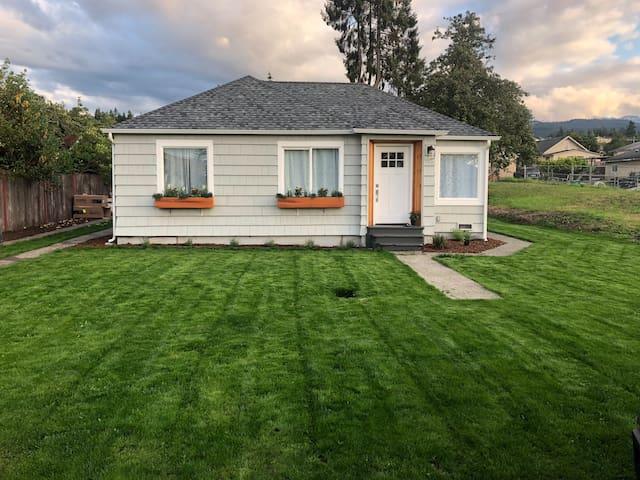 Modern PNW Cottage on a Quiet Half street