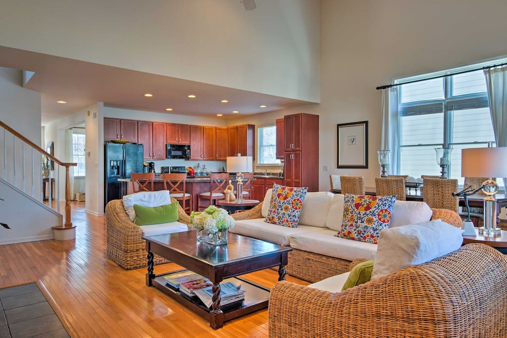 Up to 12 guests can make themselves at home amidst the 2,138 square feet of living space.