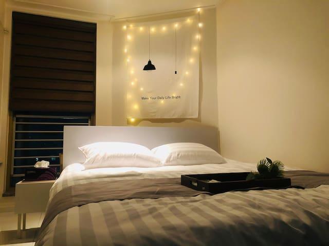 아늑하고 분위기 있는 침실공간 :)