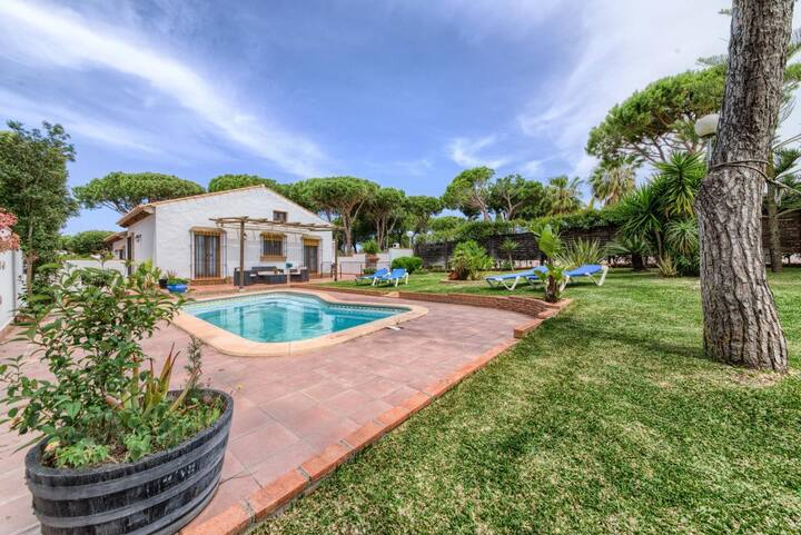 Casa Los Pinos Torre Atalaya - Comfortable andalucian cortijo with fenced pool not far from the beach