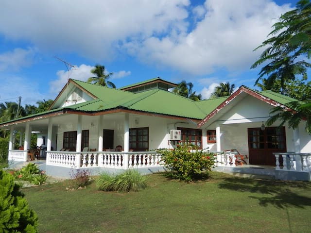Flycatcher's B&B room near the sea! - La Digue - Bed & Breakfast