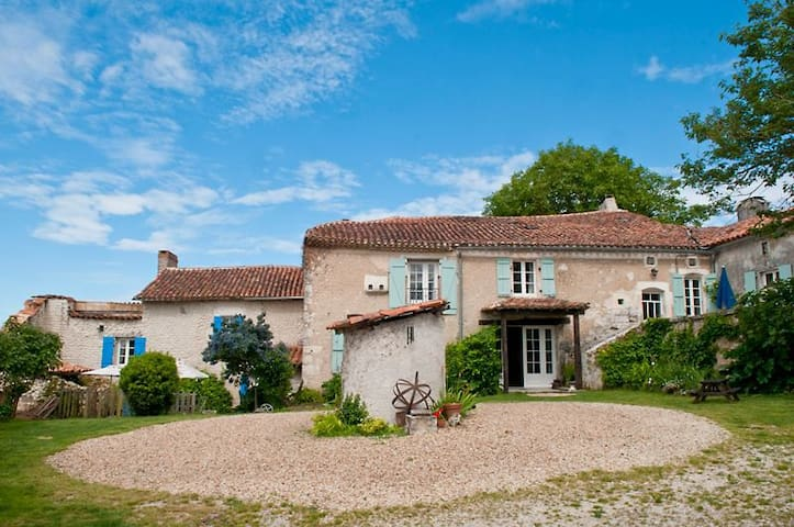 Beautiful Charentaise Farmhouse - Salles-Lavalette - Bed & Breakfast